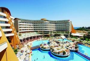 Первые туристы полетели в Турцию по внутренним паспортам