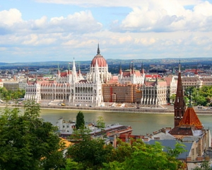 Почти без ограничений: Венгрия открылась для украинцев