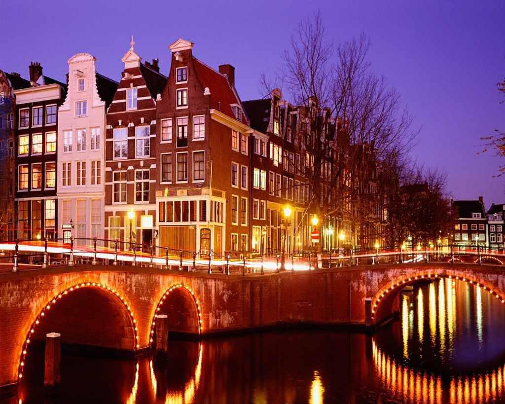 Мечтая о нем…  Амстердам! Брюссель! Париж!