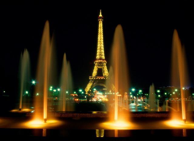 Амстердам и Париж… …зажег и привлек…